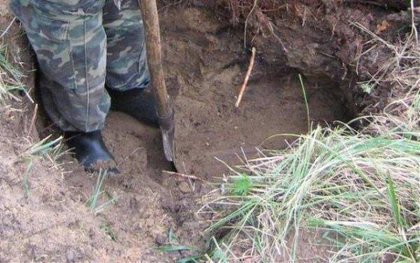 Soldados cavando