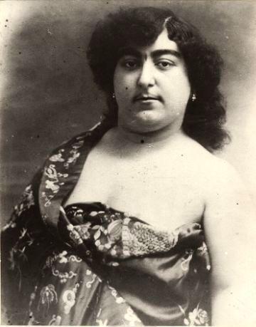 Zahra Khanom Tadj es-Saltaneh (1883-1936)