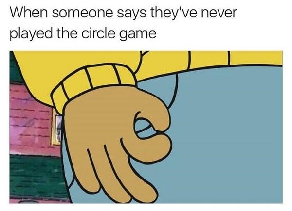 El juego del círculo en la mano