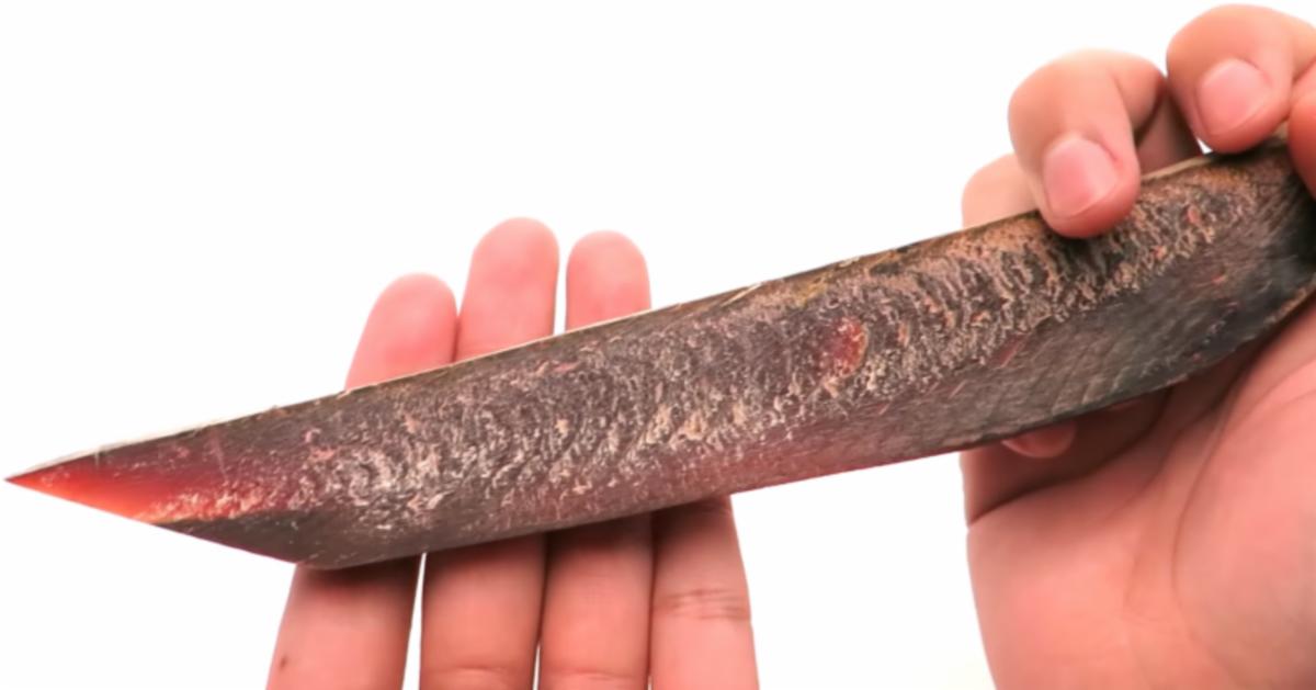 Hizo un cuchillo grado militar con un pescado seco for Cuchillo pescado