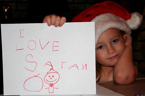 Niña ama a satan