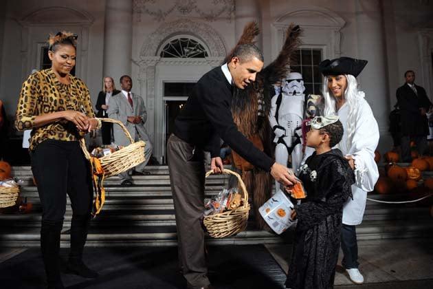 obama dando dulces