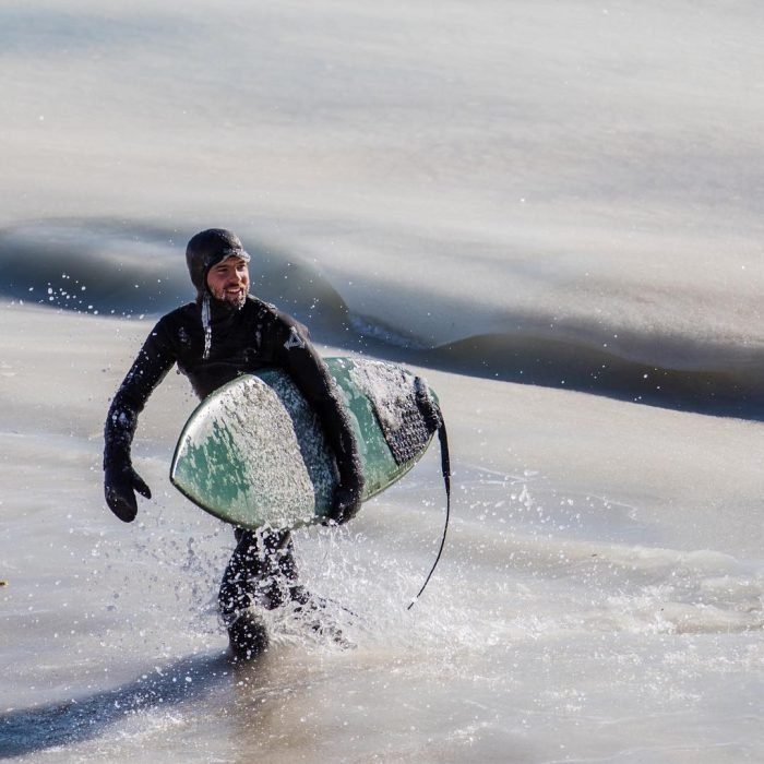surfista aguas congeladas
