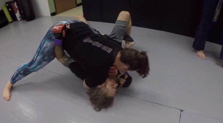 Pelea MMA mujer vs hombre