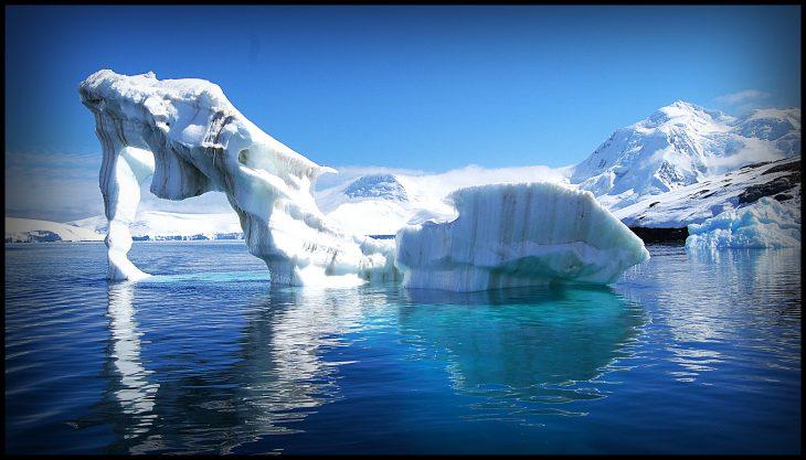 Trozo de hielo en la Antártica