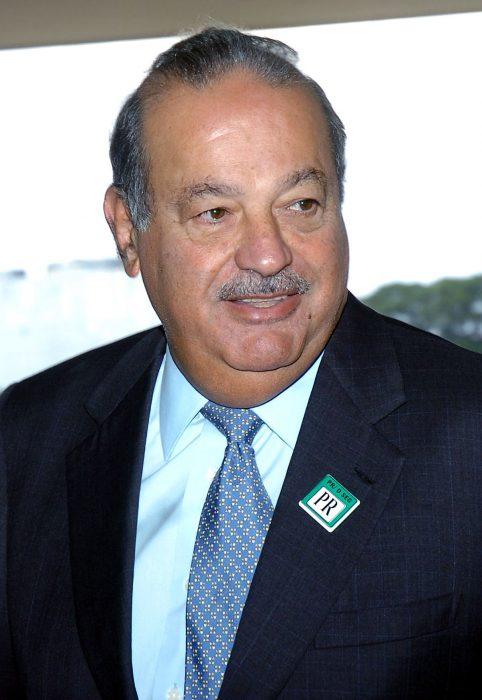 Carlos Slim con bigote