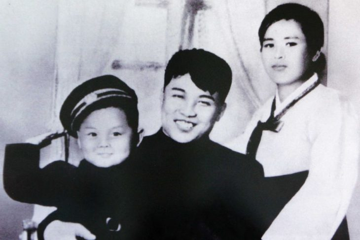 Kim Jon-un con sus padres