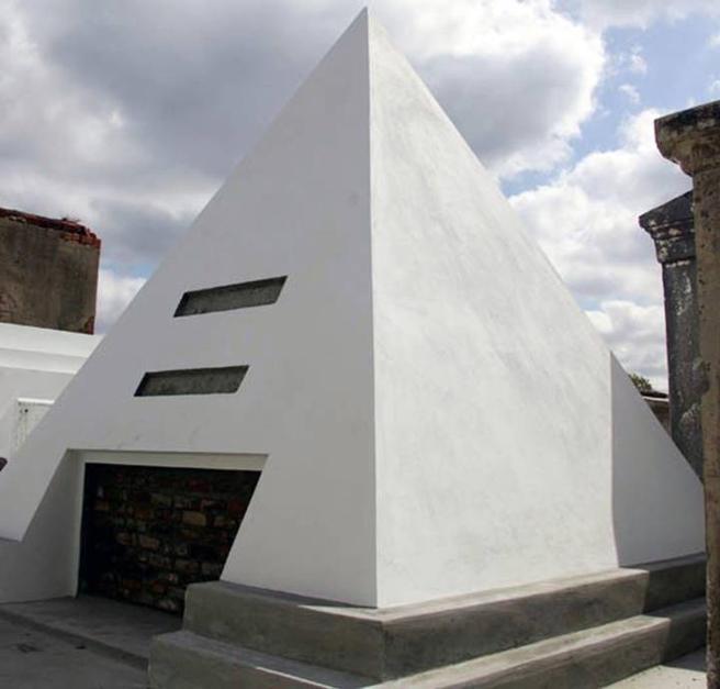 Tumba pirámide