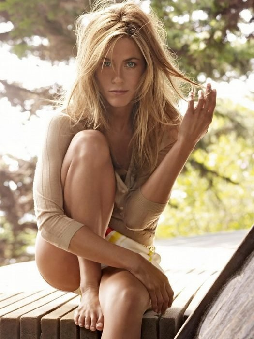 Jennifer Aniston sentada