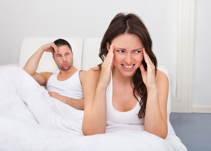 pareja molesta