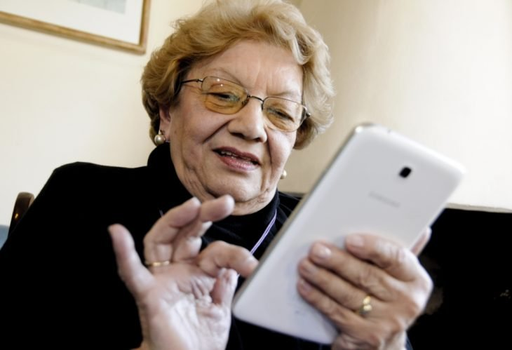 abuela celular