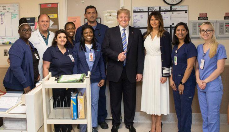 Trump visita hospital