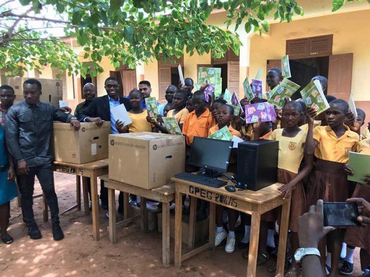 computadoras profesor áfrica