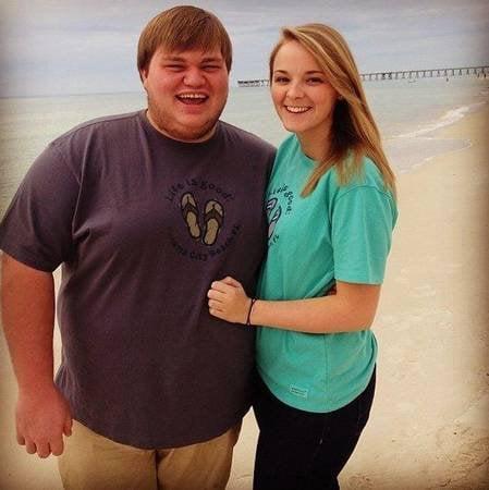 Hombre obeso y su novia