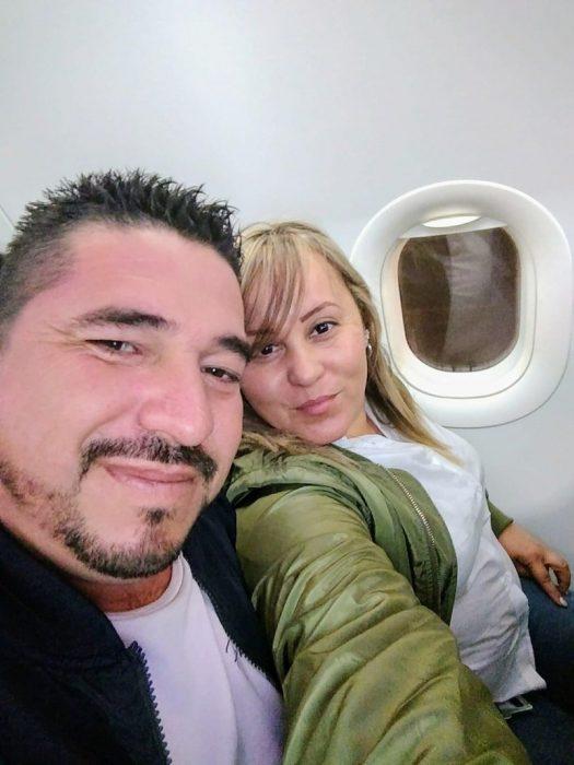 Pareja en el avión