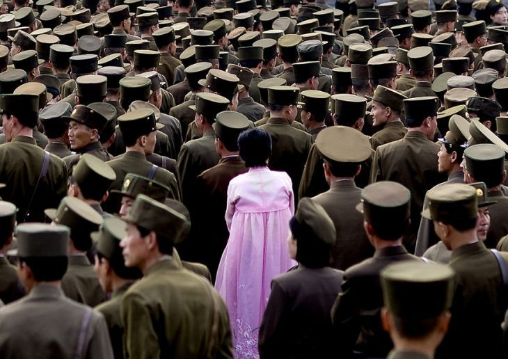 mujer soldados