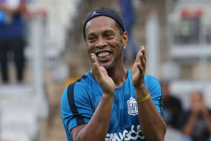 Ronaldinho aplaude