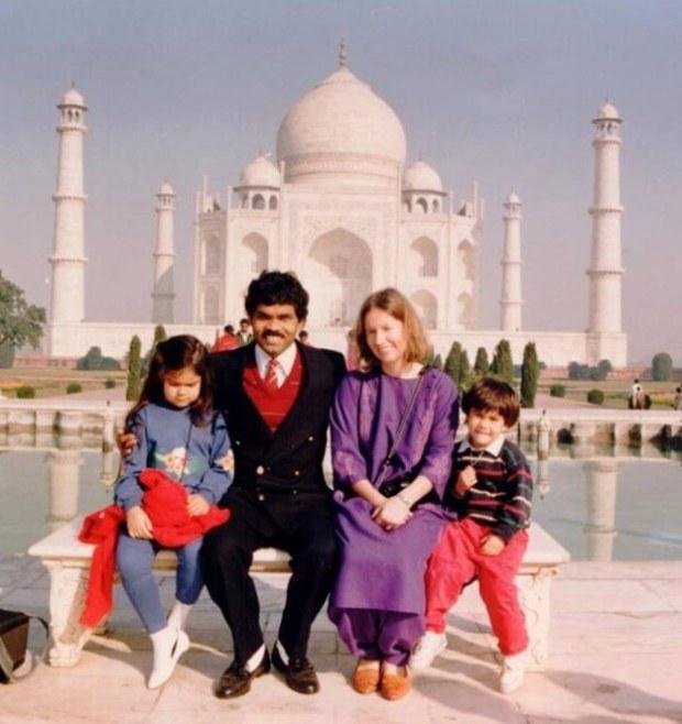 Familia en el Taj Mahal