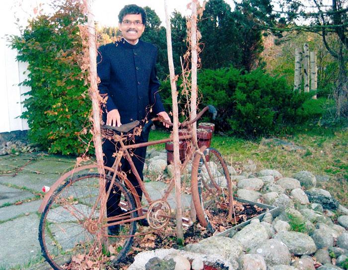 Pradyumna Kumar Mahanandia con bicicleta