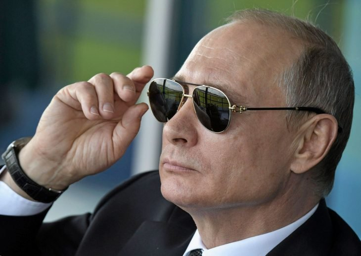 Putin con lentes