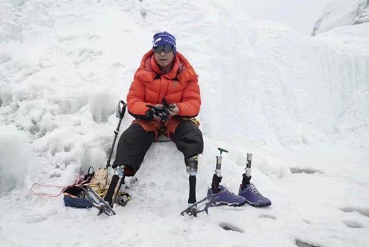 Escala el Everest sin piernas