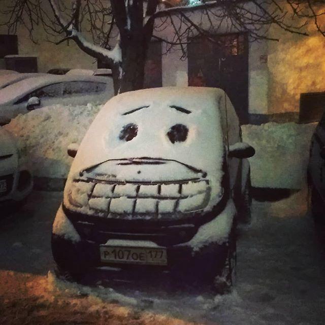 Dibujo en nieve de rostro