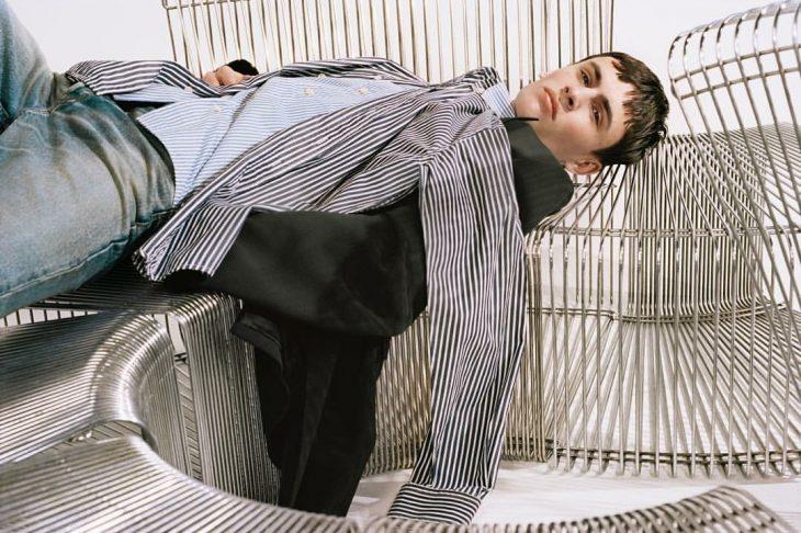 hombre con camisacamiseta