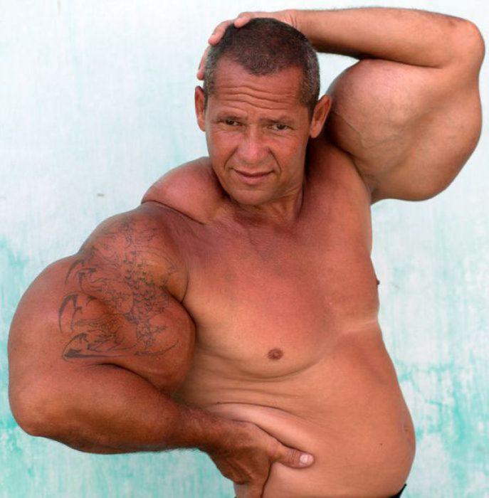 hombre musculoso