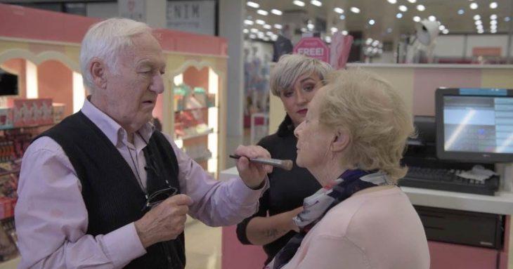 Des y Moana maquillando