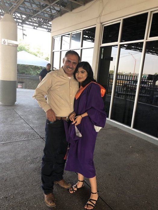 Padre e hija en la frontera