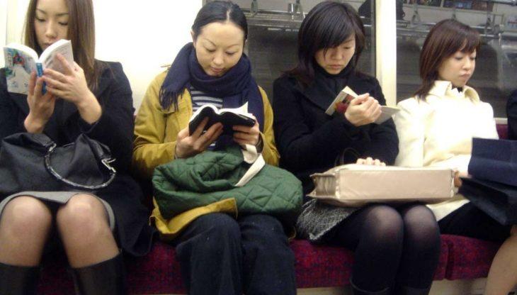 japonesas leyendo