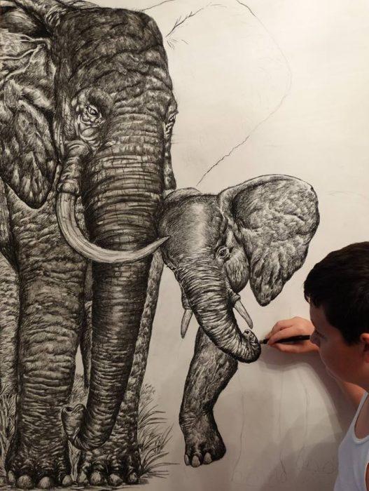 Dušan Krtolica dibujo elefantes