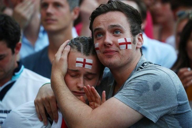 Ingleses llorando por eliminación en Rusia