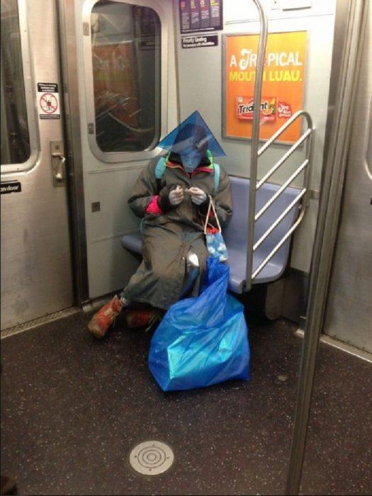 alien en el metro