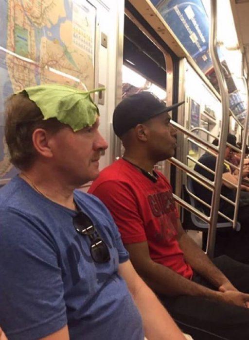 sombrilla lechuga en el metro