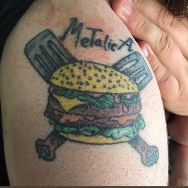 Tatuajes feos hamburguesa