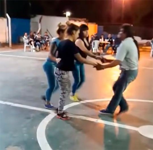 Baila con 3 a la vez