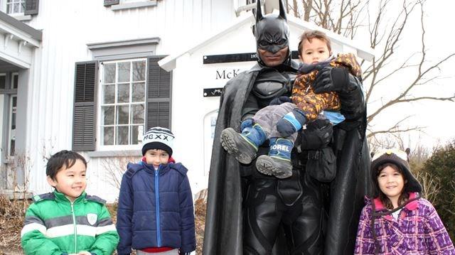 Batman Brampton con niños