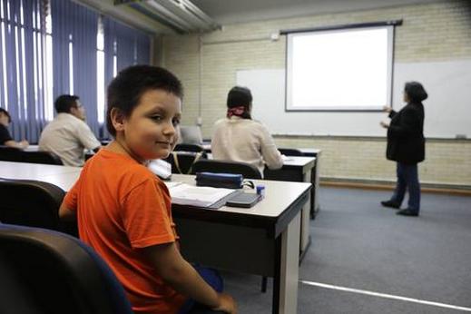 Carlos Santamaría en clase