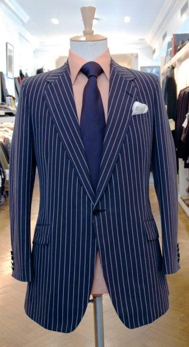 traje de lineas
