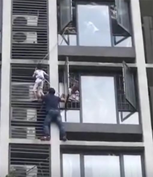 Padre rescata a su hijo