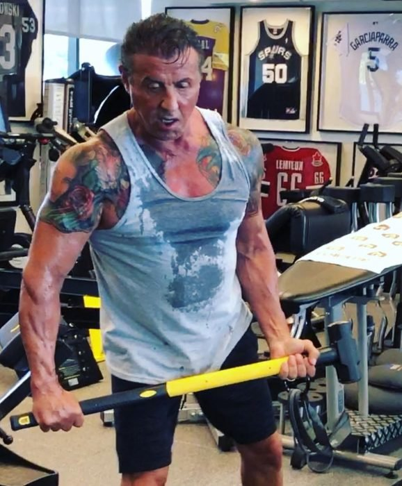 Sylvester Stallone hace ejercicio