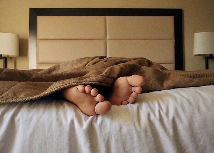 pies en cama