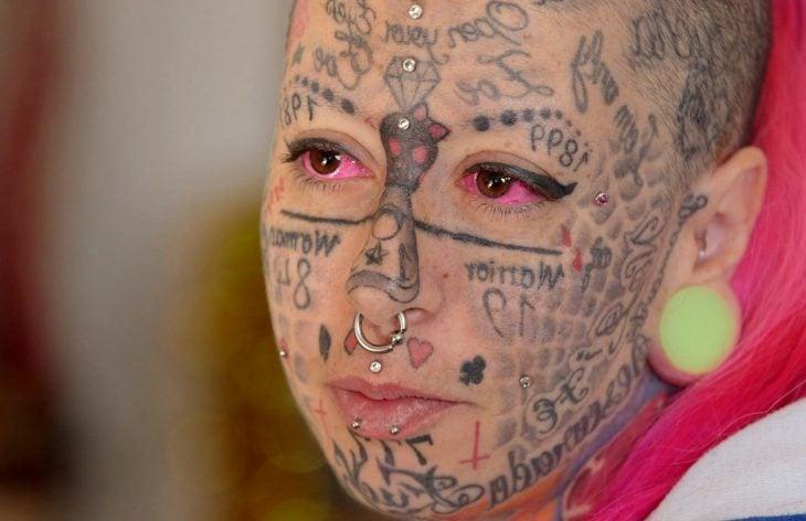 Rostro tatuado
