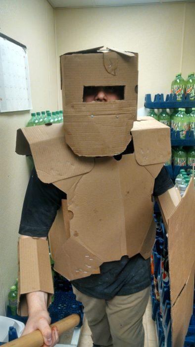 Tiempo libre en oficina armadura