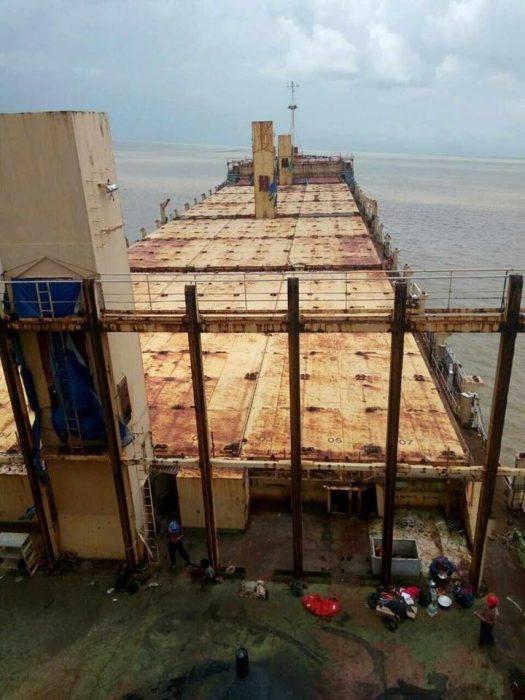 Barco abandonado cubierta
