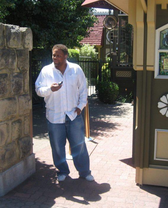 Hombre en la entrada