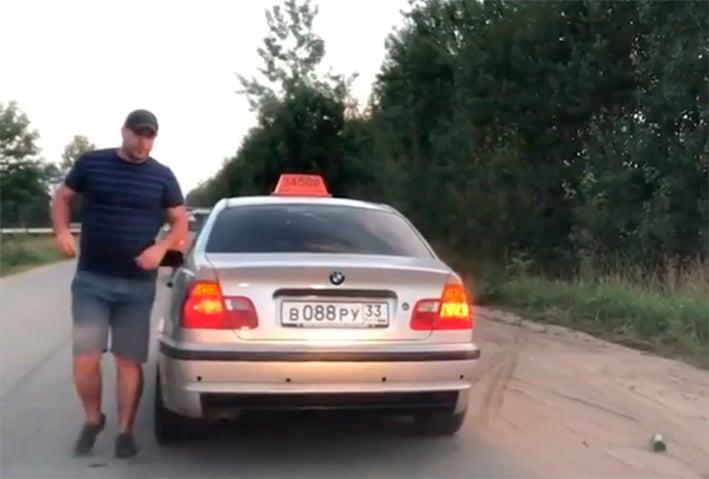 Conductor de taxi enfadado