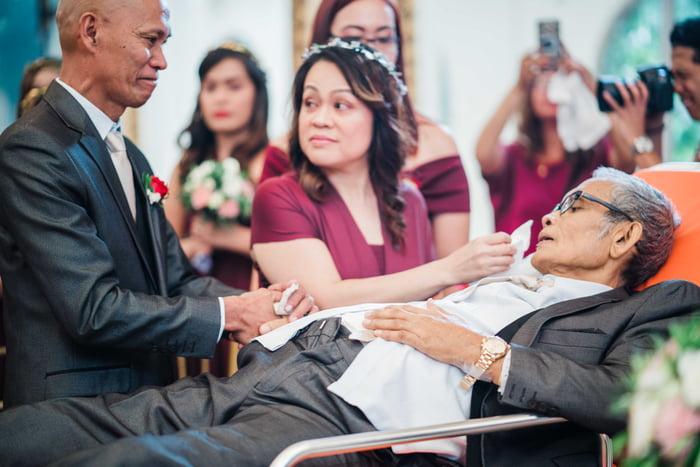 En camilla en una boda