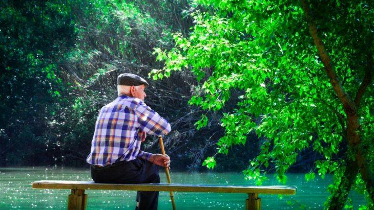 Viejo en el parque